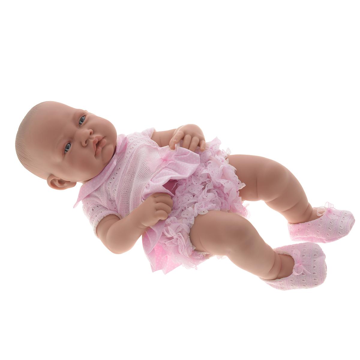 Кукла-девочка Antonio Juan Эми, цвет: розовый, 42 см5085PКукла-девочка Antonio Juan Эми порадует вашу малышку и подарит массу положительных эмоций. Кукла выполнена с анатомической точностью и выглядит совсем как настоящий младенец. Кукла полностью изготовлена из высококачественного винила с покрытием софт-тач, мягкого и приятного на ощупь. Ручки, ножки и голова подвижные. У куклы идеально соблюдены пропорции тела, воспроизведены все складочки новорожденного. Эми является уменьшенной копией настоящего младенца с пухлыми щечками и поджатой нижней губкой. Малышка одета в трусики с рюшами и очаровательное вязаное платьишко. На ножках - пинетки, на голове завязан бантик. Встреча с такой куклой вызывает только одно желание - позаботиться о ней, прижать ее к себе, убаюкать, покормить, запеленать. Такая игрушка - предел мечтаний любой девочки! Игра в куклы учит детей проявлять заботу, доброту и выражать свои чувства. Munecas Antonio Juan (куклы Антонио Хуан) - это бренд с многолетней историей! Образы малышей Мунекас...