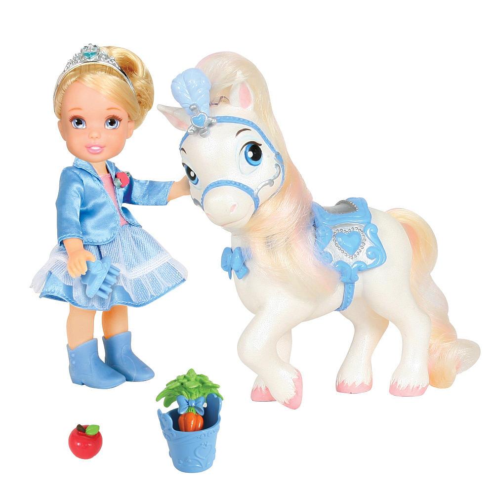 Disney Princess Игровой набор с мини-куклой Золушка и Пони755060_ЗолушкаИгровой набор Disney Princess Золушка и Пони придется по душе вашей маленькой принцессе. Набор состоит из куколки в виде Золушки, пони, ведерка, щетки для пони, морковки и яблока. Куколка со светлыми волосами одета в голубой наряд, на ножках - голубые полусапожки. Ваша малышка с удовольствием будет играть с набором, придумывая различные истории и проигрывая сюжеты из мультфильма. УВАЖАЕМЫЕ КЛИЕНТЫ! Обращаем ваше внимание на возможные незначительные изменения в дизайне элементов набора.