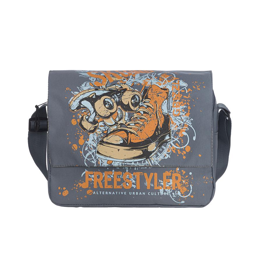 Сумка молодежная Grizzly, цвет: серый. MM-426-2MM-426-2Молодежная мужская сумка Grizzly выполнена из прочного материала и оформлена оригинальным принтом в виде скейта, ботинка и надписей на английском языке. Сумка состоит из двух отделений, закрывающихся на застежки-молнии, а сверху клапаном на магнитных кнопках. Внутри одного отделения расположен широкий карман на застежке-молнии. Второе отделение можно использовать для переноски ноутбука или планшета. На внешней стороне сумки под клапаном находятся три кармана разного размера и фиксатор для пишущих принадлежностей. На тыльной стороне сумки расположен внешний карман на застежке-молнии. Сумка оснащена плечевым ремнем, регулируемым по длине. Такая сумка подчеркнет ваш образ и выделит вас из толпы. Размер сумки: 33 см х 28 см х 12 см.