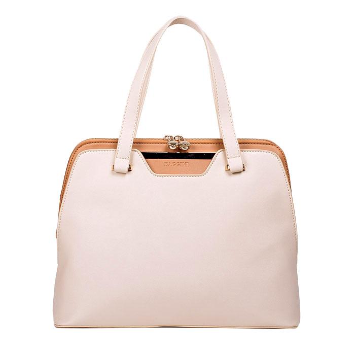 Сумка женская Baggini, цвет: молочный. 29547/3129547/31Стильная женская сумка Baggini изготовлена из искусственной кожи, оформлена логотипом бренда и декоративной металлической пластинкой. Модель закрывается на застежку-молнию с двумя бегунками. Внутри - одно вместительное отделение, также есть три накладных кармашка и два кармана на застежках-молниях. С внешней стороны - плоский карман на магнитной кнопке и карман на застежке-молнии. Дно дополнено металлическими ножками, защищающими изделие от повреждений. Сумка оснащена двумя удобными ручками и съемным плечевым ремнем, регулируемым по длине. Модная и элегантная сумка Baggini подчеркнет ваш яркий стиль и сделает образ завершенным.