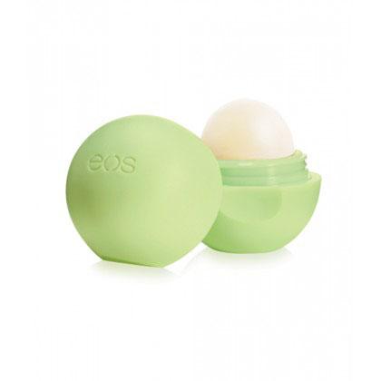 EOS Бальзам для губ Honeysuckle Honeydew, 7 г002403Полностью натуральный, на 95% органический бальзам для губ со вкусом жимолости и мускатной дыни в футляре из пластика (упакован в термоусадочную пленку). Не содержит парабенов, глютена и продуктов нефтехимии. Применяется в косметических целях для увлажнения и питания губ.