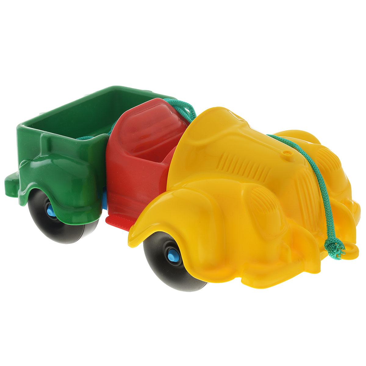 Каталка-конструктор Bauer Грузовик280Каталка-конструктор Bauer Грузовик обязательно привлечет внимание вашего малыша. Игрушка состоит из нескольких крупных деталей разного цвета, из которых можно собрать грузовик. Также в комплект входит верёвочка, которую можно привязать к каталке, чтобы ребёнок мог катить её за собой. Игрушка сделана из высококачественного пластика с использованием пищевых красителей. С такой игрушкой ваш ребенок весело проведет время, играя на детской площадке или в песочнице. А процесс сборки игрушки-конструктора поможет малышу развить мелкую моторику пальчиков, внимательность и усидчивость. Порадуйте своего малыша такой чудесной игрушкой!