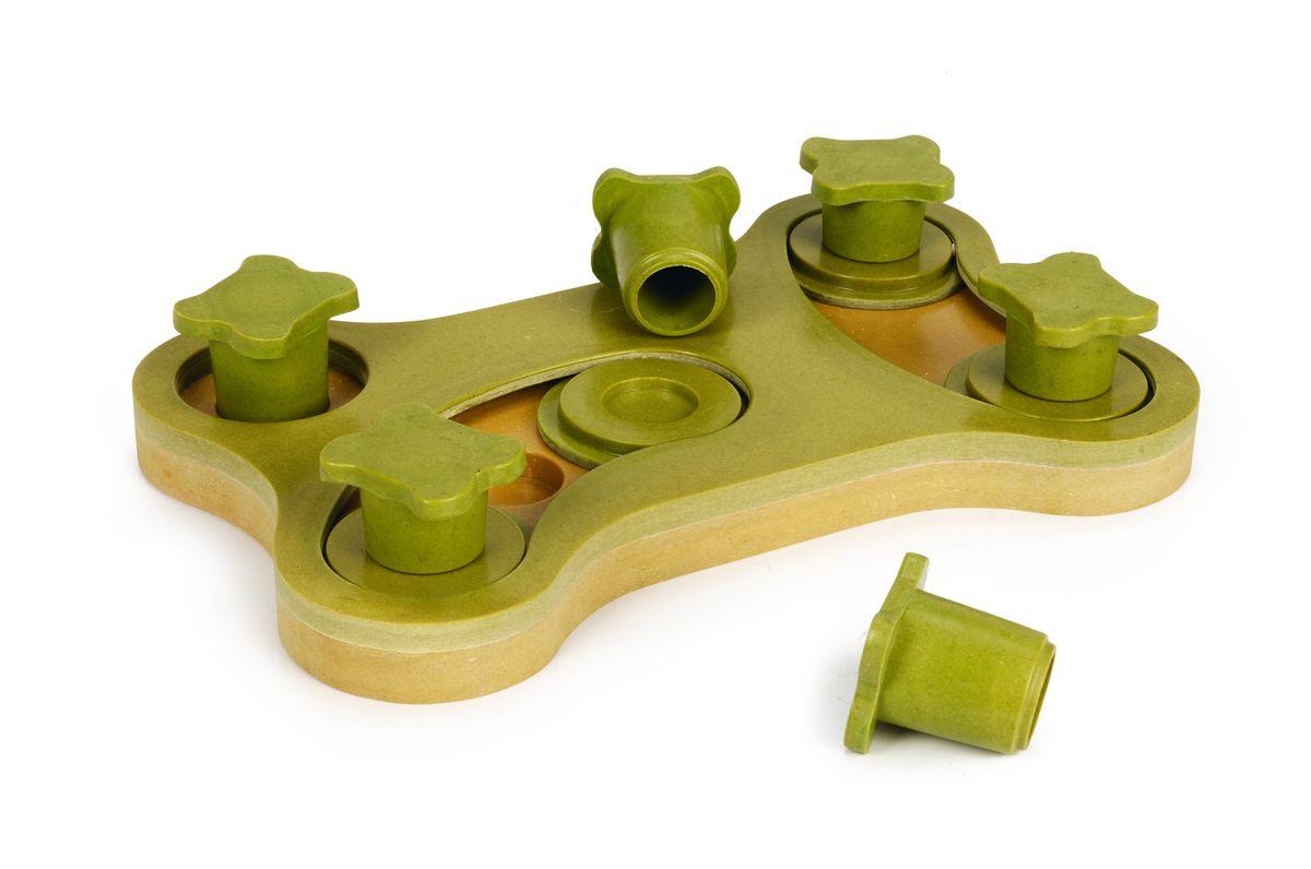 Игрушка-головоломка для собак I.P.T.S. Smarty, 30 см х 19 см х 2,5 см39745Игрушка-головоломка для собак I.P.T.S. Smarty - это двухсторонняя увлекательная игра для собак, которая стимулирует внимательность, ум и сообразительность. Игрушка выполнена из пластика в форме косточки. Заполните расположенные в игрушке отверстия лакомством и закройте их зелеными дисками так, чтобы собака не видела лакомство. С помощью лап или носа собаке придется двигать диски и доставать лакомство. Вторая игра также заключается в поиске лакомства. Выборочно заполните отверстия лакомством и закройте фигурками. Собаке нужно снимать фигурки, чтобы отыскать лакомство. Такая игра не только поможет развить умственные способности питомца, но и спасет его от одиночества и скуки, а квартиру от разрушений.