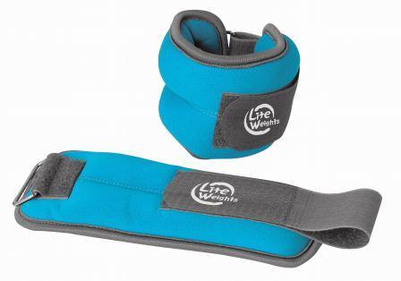 Утяжелители Lite Weights для рук и ног, цвет: голубой, 2 шт х 1 кг5869WCБезразмерные утяжелители Lite Weights легко фиксируются при помощи крепежного ремешка на липучке. Они изготовлены из нейлона и наполнены металлической стружкой. Идеальны в использовании при беге трусцой, занятиях аэробикой, оздоровительной гимнастикой и фитнесом. Мягкий материал надежно облегает, давая вместе с тем ощущение свободы рукам - у вас отпадает необходимость держать гантели или гири для создания усилий во время тренировок. Утяжелители имеют компактный размер и не займут много места при хранении и переноске. Удобный современный дизайн, приятное цветовое оформление и качество самих утяжелителей будут несомненно радовать вас во время тренировок! Вес каждого утяжелителя: 1кг. Длина утяжелителя: 27 см. Ширина утяжелителя: 10,5 см. Толщина утяжелителя: 3,1 см.