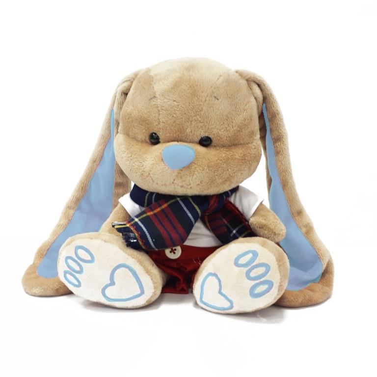 MAXITOYS Зайчик Жак В Красных Штанишках С ШарфомJL-011-25Зайчик Жак в шарфике и штанишках - отличное дополнение для зайки Лин. Идет в наборе с подарочной коробкой с атласными ленточками и открыткой.