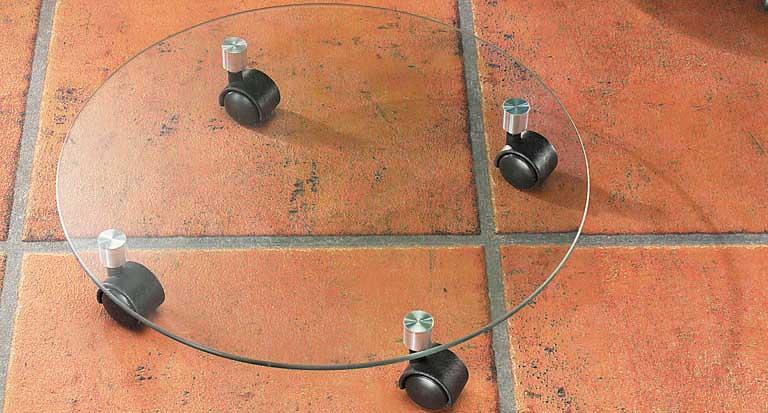 Подставка для цветочного горшка Kesper, стеклянная, на колесиках, диаметр 35 см1722-1Подставка под цветы Kesper изготовлена из закаленного стекла. Подставка оснащена четырьмя удобными пластиковыми колесиками, с помощью которых можно легко переставить изделие в нужное место. Такая подставка идеально впишется в интерьер вашего дома. Диаметр подставки: 35 см. Высота: 6 см. Диаметр колесика: 3 см. Толщина стекла: 6 мм. Максимальная нагрузка: 75 кг. Максимальная нагрузка при движении: 25 кг.