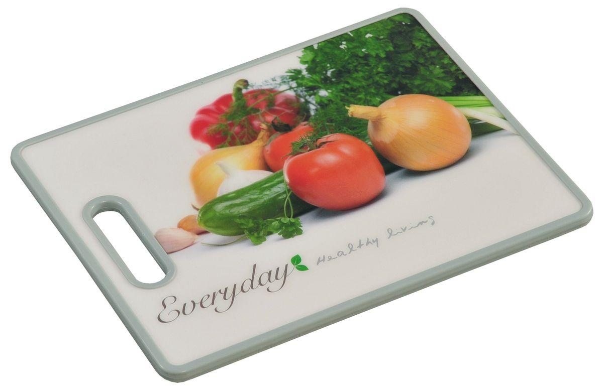 Доска разделочная Kesper Овощи, 38 х 30 см3083-0Разделочная доска Kesper Овощи прекрасно подходит для разделки всех видов пищевых продуктов. Изготовлена из прочного пластика. Изделие оснащено отверстием для подвешивания на крючок. Не рекомендуется мыть в посудомоечной машине. Размер доски: 38 х 30 х 1,4 см.