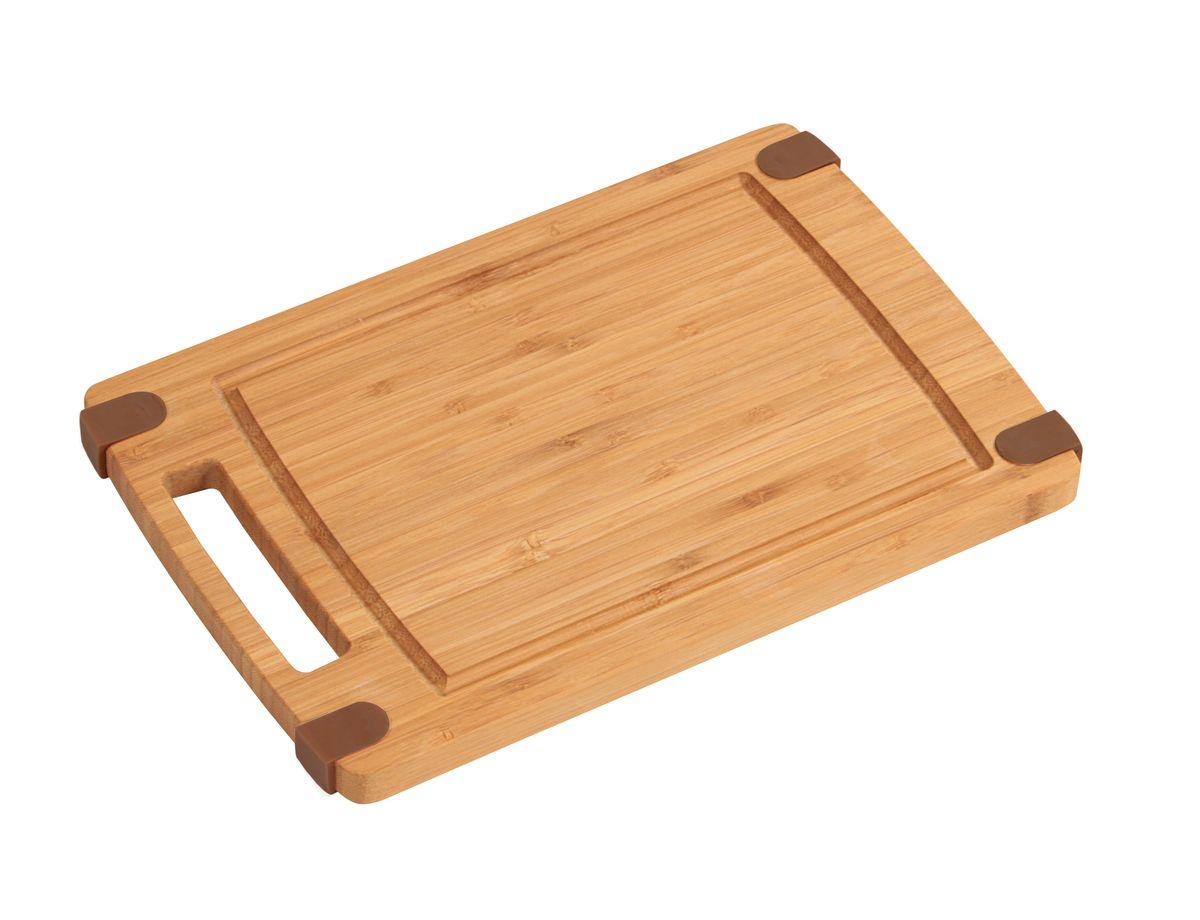 Доска разделочная. 32х21см. с ручкой, бамбук5013-0Доска из наборного бамбука не скользит на поверхности стола, или столешницы при работе, благодаря силиконом вставкам. Наличие канавки по краю изделия поможет предотвратить вытекание сока от продуктов за пределы доски. светлое дерево