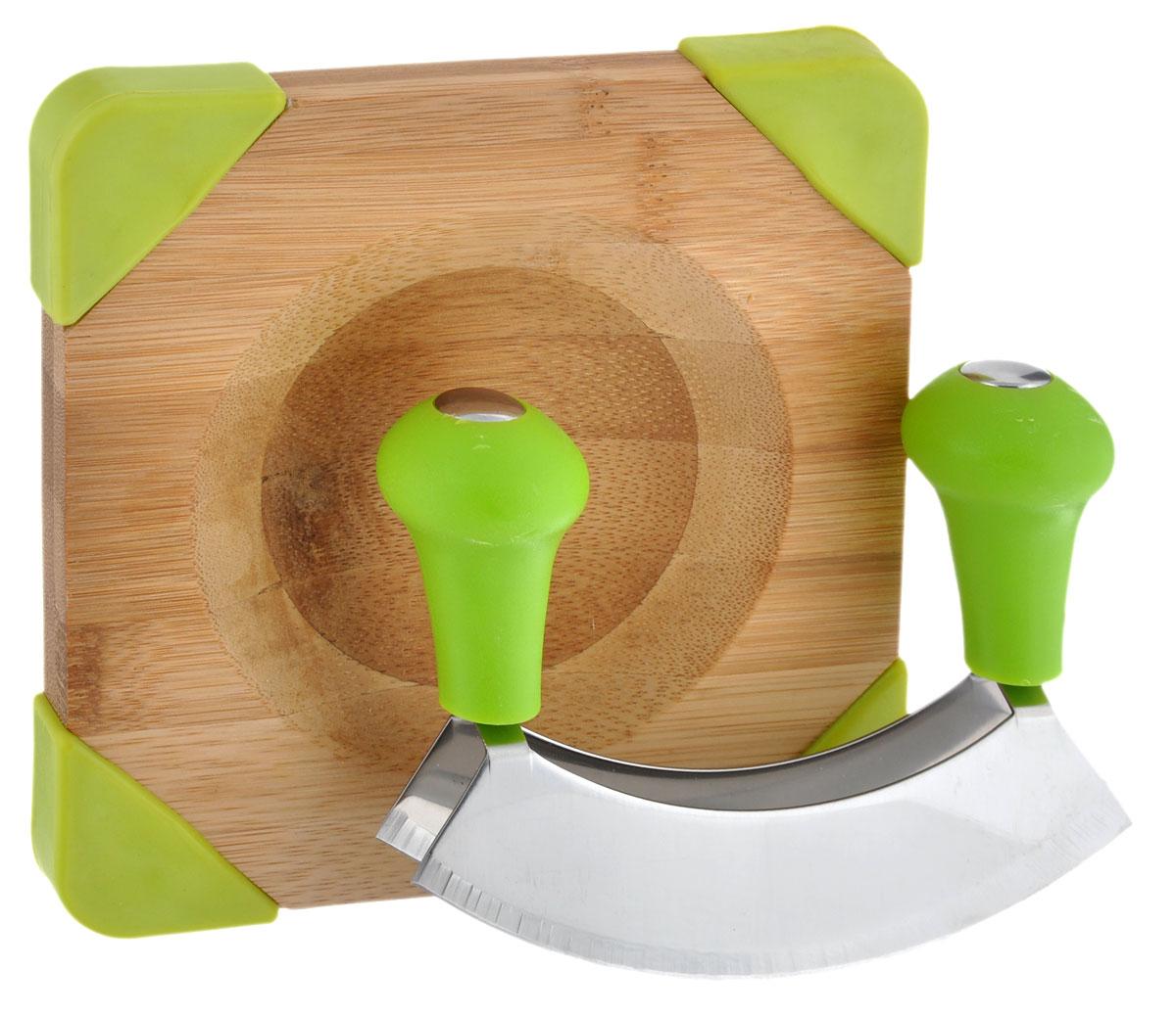Доска для измельчения приправ Kesper, с ножом, 16 см х 16 см5064-5Доска для измельчения приправ Kesper изготовлена из высококачественного бамбука - экологически чистого, гигиеничного материала, безопасного для здоровья и контакта с пищей. Доска снабжена противоскользящими вставками и специальным углублением. В комплекте также предусмотрен нож с лезвием специальной формы, изготовленным из нержавеющей стали. Такой набор очень удобен для измельчения разнообразных приправ и зелени. Размер доски: 16 см х 16 см х 1,8 см. Длина лезвия ножа: 13,5 см.