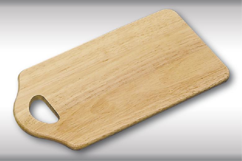 Доска разделочная с ручкой, деревянная 27,5х15 см.6400-5Доска деревянная с ручкой. Изготовлена из каучукового твердого дерева. Удобная форма и небольшой размер, позволяют экономить место на кухне.