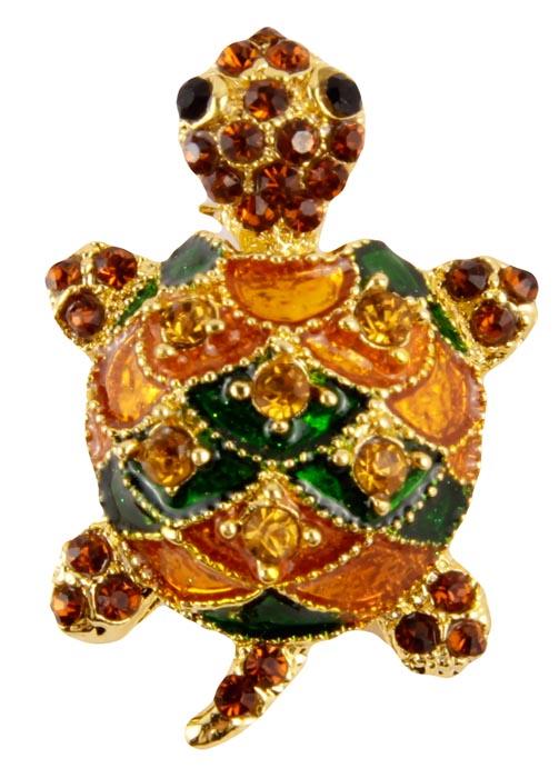 Брошь Нарядная черепаха. Бижутерный сплав, австрийские кристаллы, полихромные эмали. Конец XX векаОС22800-1Брошь Нарядная черепаха. Бижутерный сплав под золото, австрийские кристаллы, полихромные эмали. Западная Европа, конец ХХ века. Размер: 3 х 2 см. Небольшая, но очень яркая и красивая брошь . Тело черепашки украшено композитным материалом зеленого и оранжевого цвета, а так же инкрустирован стразами желтого оттенка . Головка и ножки черепашки украшены множеством мелких кристаллов оранжевого цвета. Интересное и красивое украшение. Брошь прекрасно впишется в Ваш наряд и добавит сияния и лёгкости образу!