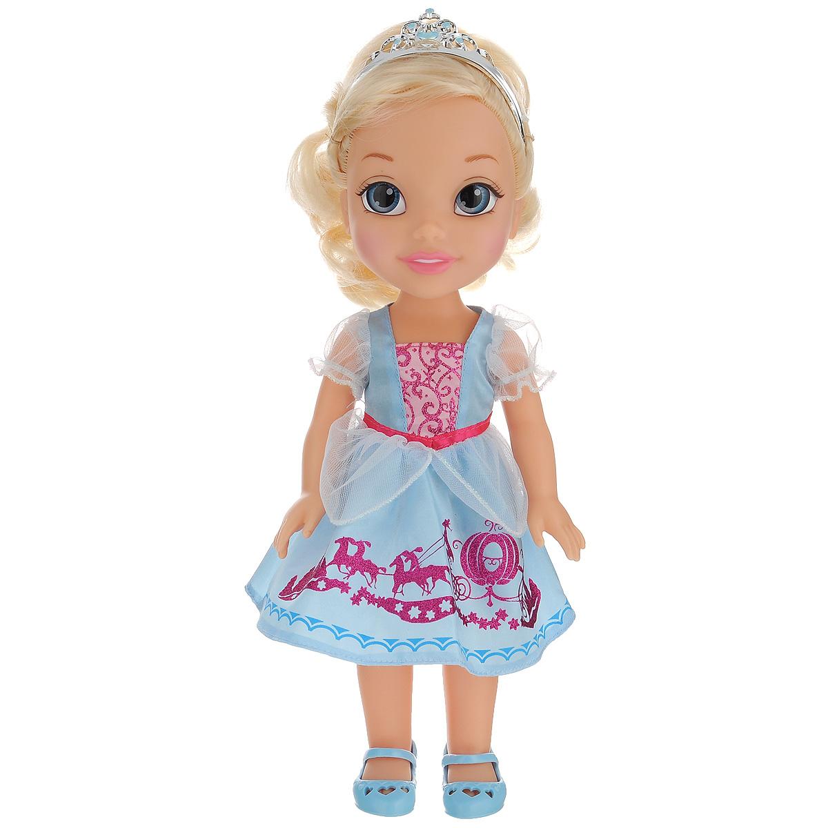 Disney Princess Кукла Малышка Золушка цвет платья голубой розовый750050_ребенок ЗолушкиИгрушка представлена в виде героини одноименного мультфильма Золушка. Кукла в виде Золушки выполнена из пластика и одета в прекрасное голубое платье с блестящими вставками, на ножках - голубые туфельки. У куклы прекрасные светлые локоны, которые можно заплетать. Голову Золушки украшает серебристая тиара. У куколки необыкновенные глазки-линзы. Такая куколка очарует вас и вашу дочурку с первого взгляда! Ваша малышка с удовольствием будет играть с принцессой Золушкой, проигрывая сюжеты из мультфильма или придумывая различные истории. Порадуйте свою дочурку таким замечательным подарком!