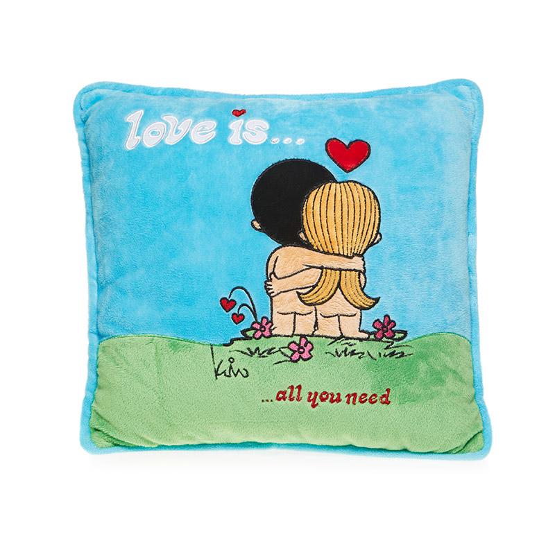MAXITOYS Подушка Love Is...MT-SUT101410Подушка изготовлена по лицензии Love is…. Влюбленная пара на подушке всем известна с детства. Подушка Love is… будет замечательным подарком для любимого человека в любой праздничный день. Состав: Мех искусственный, трикотажный, волокно полиэфирное.