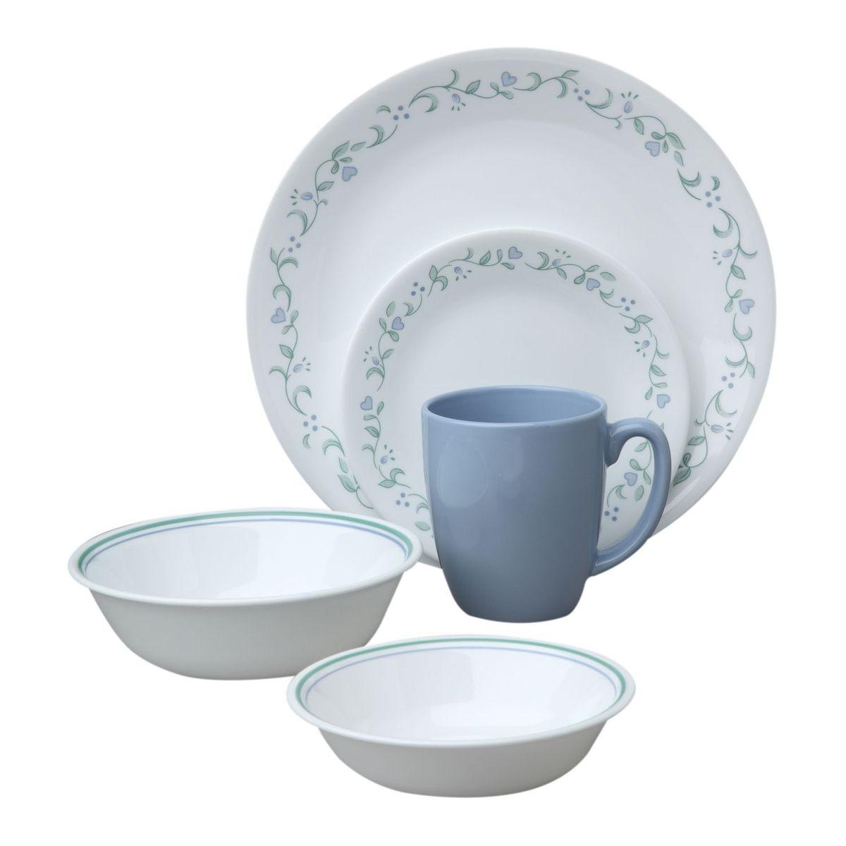 Набор посуды Country Cottage 18пр, цвет: белый с узором1114099Преимуществами посуды Corelle являются долговечность, красота и безопасность в использовании. Вся посуда Corelle изготавливается из высококачественного ударопрочного трехслойного стекла Vitrelle и украшена деколями американских и европейских дизайнеров. Рисунки не стираются и не царапаются, не теряют свою яркость на протяжении многих лет. Посуда Corelle не впитывает запахов и очень долгое время выглядит как новая. Уникальная эмаль, используемая во время декорирования, фактически становится единым целым с поверхностью стекла, что гарантирует долгое сохранение нанесенного рисунка. Еще одним из главных преимуществ посуды Corelle является ее безопасность. В производстве используются только безопасные для пищи пигменты эмали, при производстве посуды не применяется вредный для здоровья человека меламин. Изделия из материала Vitrelle:...