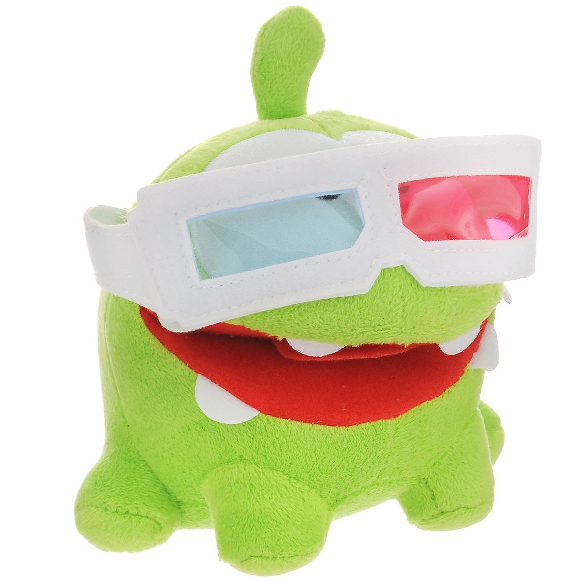 Мягкая озвученная игрушка Cut the Rope Ом Ном в 3D очках, 12 смТ57110Мягкая озвученная игрушка Cut the Rope Ом Ном в 3D очках выполнена в виде маленького зеленого монстрика Ом Нома - персонажа популярной флэш-игры Cut the Rope. Нам нем красуются 3D очки.. Милый, привлекательный и очень забавный, он просто не может жить без различного рода сладостей и конфет! При нажатии на голову игрушки воспроизводятся веселые звуки, издаваемые персонажем в игре. Скачайте бесплатное приложение из AppStore или Android Market, сосканируйте QR-код с интерактивной бирки на игрушке и накормите виртуального Ом Нома. Этот забавный монстрик обязательно понравится любому поклоннику знаменитой флэш-игры. Рекомендуется докупить 2 батарейки напряжением 1,5V типа LR44/AG13 (товар комплектуется демонстрационными).