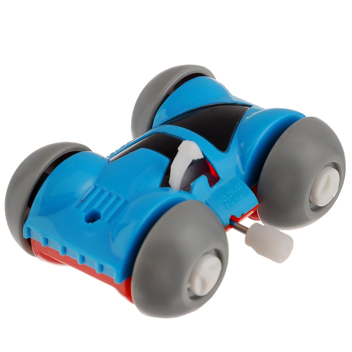 Игрушка заводная Машинка-перевертыш, цвет: голубой, красный2K-51BDИгрушка Hans Машинка-перевертыш привлечет внимание вашего малыша и не позволит ему скучать! Выполненная из безопасного пластика, игрушка представляет собой забавную машинку. Игрушка имеет механический завод. Для запуска, придерживая колеса, поверните заводной ключ по часовой стрелке до упора. Установите игрушку на поверхность и она поедет вперед, так же во время движения машинка переворачивается. Игра с заводными игрушками способствует приятному времяпрепровождению, стимулирует ребенка к активным действиям, научит устанавливать причинно-следственные связи. Мелкие детали и разнофактурные материалы благоприятствуют развитию тактильных ощущений и моторики пальчиков, а яркие цвета и забавные формы стимулируют зрение.