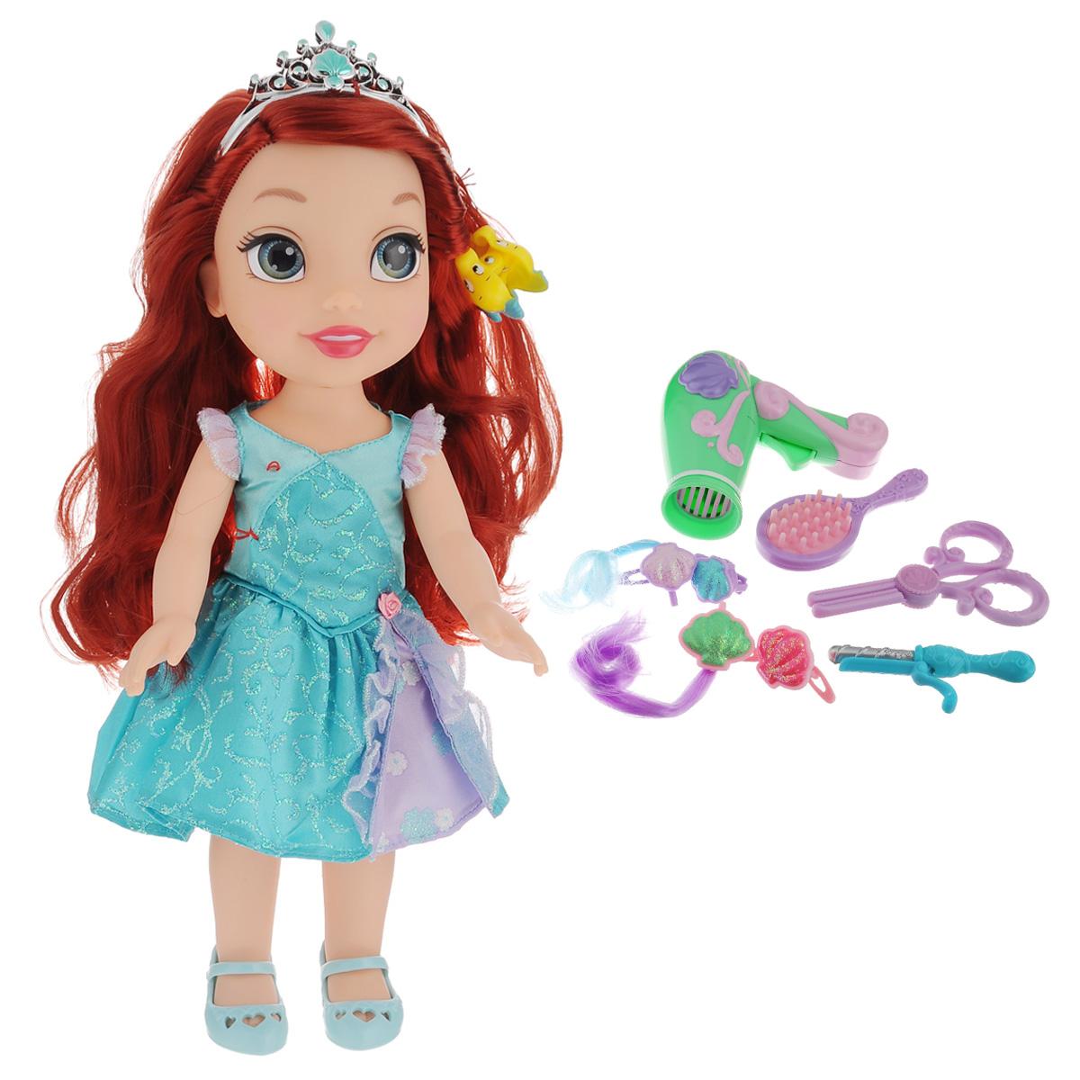 Disney Princess Игровой набор с куклой Easy Styles Ариэль757220_АриэльИгровой набор Disney Princess Easy Styles Ариэль - это великолепный игровой набор, который непременно понравится любой девочке. Набор состоит из куклы героине популярного мультфильма Ариэль и все необходимые аксессуары для создания стильного образа. Фен работает как настоящий от 1 батарейки напряжения 1,5 V типа ААА (не входит в комплект), а утюжок поможет создать красивые локоны. Модные заколочки завершат стильный образ. Игрушка изготовлена из высококачественных материалов. Кукла имеет большие не нарисованные глаза.