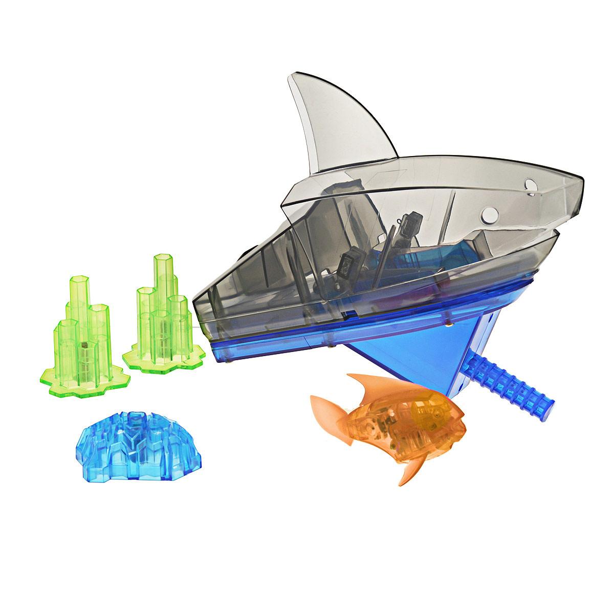 Игровой набор Aqua Bot Shark Tank, цвет: оранжевый460-3358оранжевыйУникальный набор Hexbug Aquabot Shark Tank изготовлен из безопасного пластика и выполнен в виде забавной рыбки с аквариумом и игровыми элементами для него. Теперь микро-роботы осваивают и водные глубины! В набор входит рыбка-робот, аквариум, три игрушечных коралла, декоративная голова акулы. Микро-робот Hexbug Aqua Bot плавает как настоящая рыба и непредсказуем в направлении движения. Опустите его в воду и он оживет! Если микро-робот замер, то достаточно просто всколыхнуть воду и он снова поплывёт. Вне воды микро-робот автоматически выключается. Микро-робот светится в темноте. Для работы игрушки необходимы 2 батареи типа AG13/LR44 (входят в комплект).