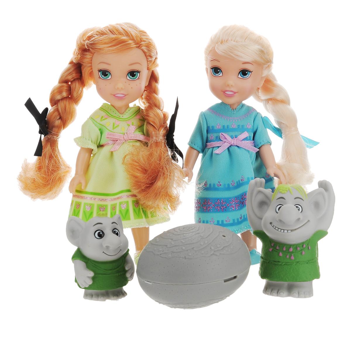 Disney Princess Игровой набор с мини-куклами Холодное Сердце. Эльза, Анна и тролли310630Игровой набор Disney Frozen Холодное Сердце: Эльза, Анна и тролли придется по душе каждой маленькой принцессе. В набор входят 2 очаровательные куклы - Эльза и Анна, а также 2 фигурки в виде забавных троллей и аксессуар в виде камня. Куклы одеты в прелестные домашние платья, на ножках - удобная обувь. Их длинные волосы, заплетенные в косы, можно расчесывать. У куколок двигаются ручки, ножки и голова. В камне может спрятаться один из троллей. Ваша малышка часами будет играть с набором, придумывая разные истории с героями любимого мультфильма. Порадуйте ее таким замечательным подарком!
