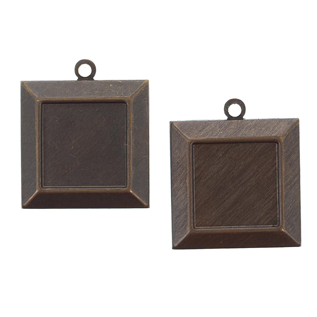 Набор подвесок Vintaj Кулон с рамкой, 20 мм х 20 мм, 2 штP340RRНабор Vintaj Кулон с рамкой состоит из 2 декоративных подвесок, изготовленных из металла и предназначенных для декорирования в различных техниках. Подвески, выполненные в форме квадратных кулонов, декорированных рельефной рамкой, отличаются прочностью и практичностью. С их помощью вы сможете украсить фотографию, альбом, одежду, подарок и другие предметы ручной работы. Изготовление украшений - занимательное хобби и реализация творческих способностей рукодельницы. Радуйте себя и своих близких украшениями, сделанными своими руками! Размер подвески: 20 мм х 20 мм х 1 мм.