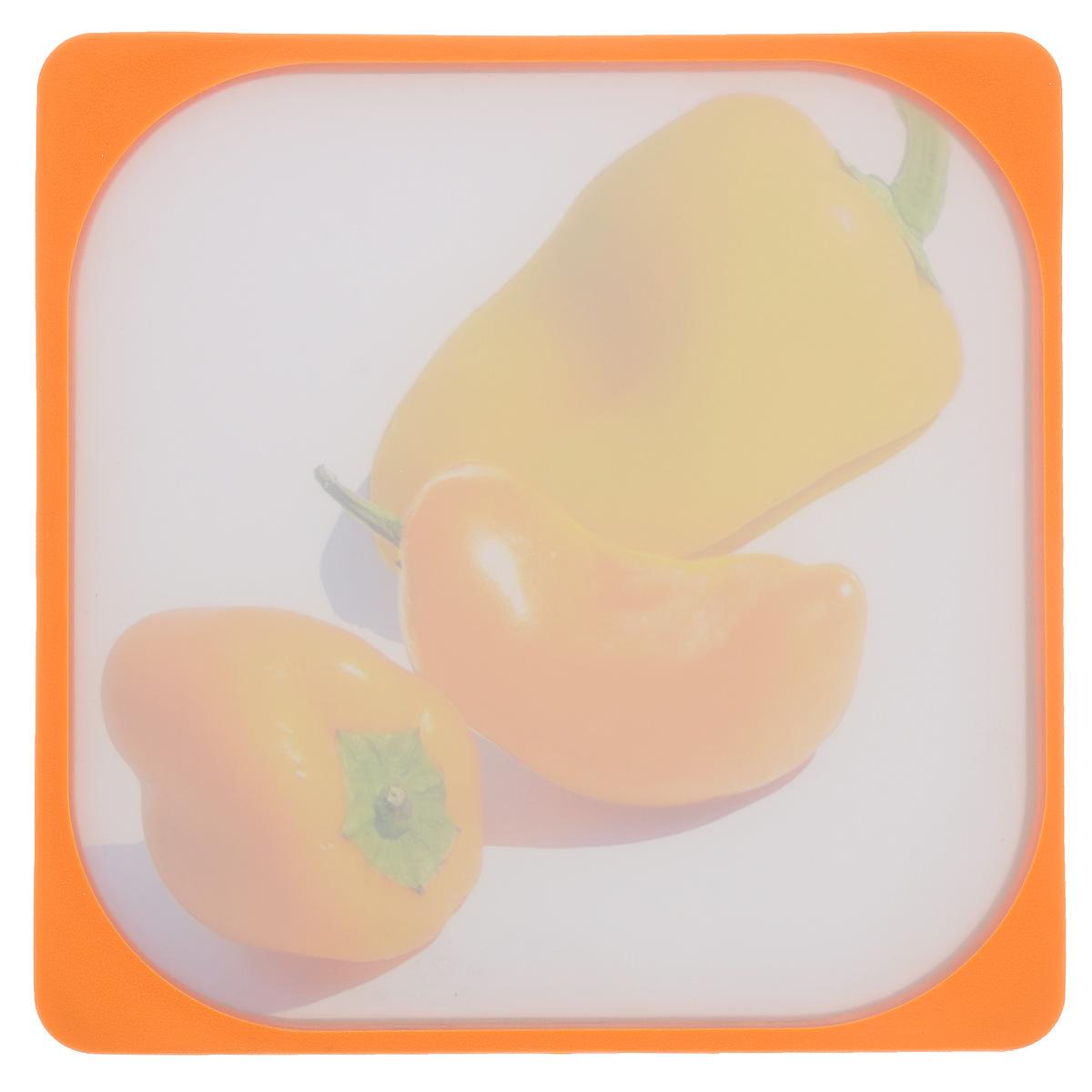Доска разделочная Frybest Паприка, цвет: оранжевый, 26 х 26 смMD-2626 ПаприкаРазделочная доска Frybest Паприка представляет собой комбинацию нескольких материалов: дерево, пластик с мелкодисперсной структурой и двусторонним покрытием Microban и силикон. Материалы непористые, что предотвращает впитывание запаха. Доска имеет специальное антибактериальное покрытие, защищающее поверхность от появления бактерий. Доску можно использовать с двух сторон. Лицевая сторона оформлена красочным изображением спелых томатов. Углубления по краю доски соберут весь сок и поверхность стола останется чистой. Благодаря силиконовой вставке по краю, доска не скользит по поверхности. Можно мыть в посудомоечной машине. Размер: 26 см х 26 см х 1 см.