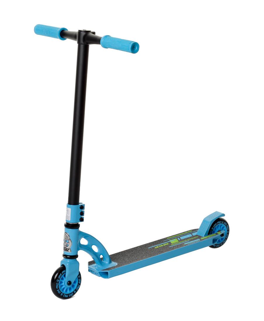 Самокат MGP VX4 Pro blue/blk, 204-184204-184Двухколесный трюковой самокат для детей и взрослых. Все элементы самоката, благодаря инженерным расчетам и тестированию райдерами, использования сплавов алюминия практически во всех элементах самоката, включая и колеса, рассчитаны на нагрузку до 100 кг. Особенности: Отличный выбор для начинающего райдера. Уменьшенный вес и габариты в сочетании с фирменной надежностью от MGP делают этот самокат подходящим для разучивания базовых трюков.