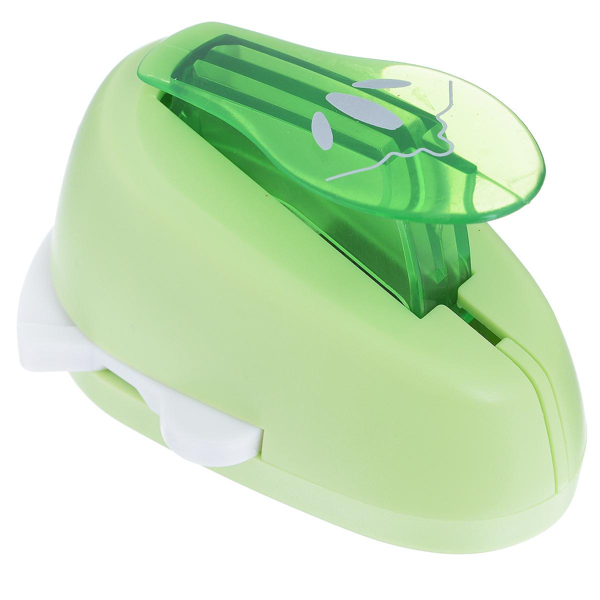 Дырокол фигурный Астра Трилистник, угловой. CD-99MA7709609_23Дырокол Астра Трилистник поможет вам легко, просто и аккуратно вырезать много одинаковых мелких фигурок. Режущие части компостера закрыты пластмассовым корпусом, что обеспечивает безопасность для детей. Вырезанные фигурки накапливаются в специальном резервуаре. Можно использовать вырезанные мотивы как конфетти или для наклеивания. Угловой дырокол подходит для разных техник: декупажа, скрапбукинга, декорирования. Размер дырокола: 8 см х 6 см х 5 см. Размер готовой фигурки: 2,5 см х 2 см.