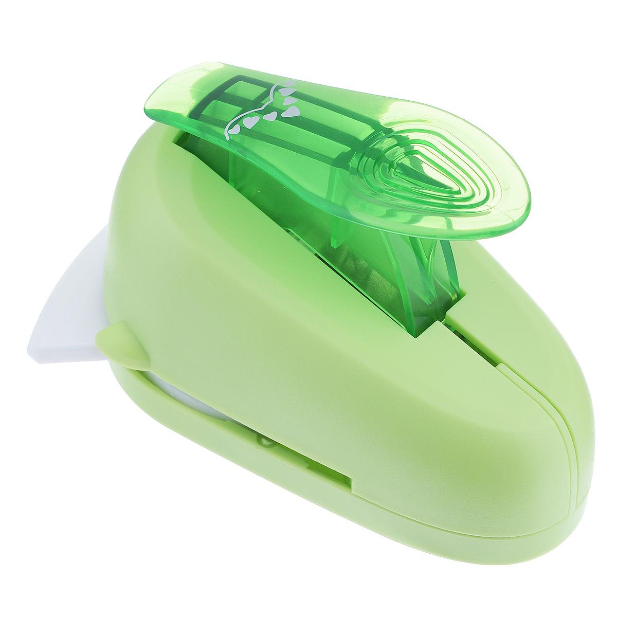Дырокол фигурный Астра Семь сердец, угловой. CD-99MC7709610_57Дырокол Астра Семь сердец поможет вам легко, просто и аккуратно вырезать много одинаковых мелких фигурок. Режущие части компостера закрыты пластмассовым корпусом, что обеспечивает безопасность для детей. Вырезанные фигурки накапливаются в специальном резервуаре. Можно использовать вырезанные мотивы как конфетти или для наклеивания. Угловой дырокол подходит для разных техник: декупажа, скрапбукинга, декорирования. Размер дырокола: 10 см х 7 см х 7 см. Размер готовой фигурки: 2,5 см х 1,5 см.