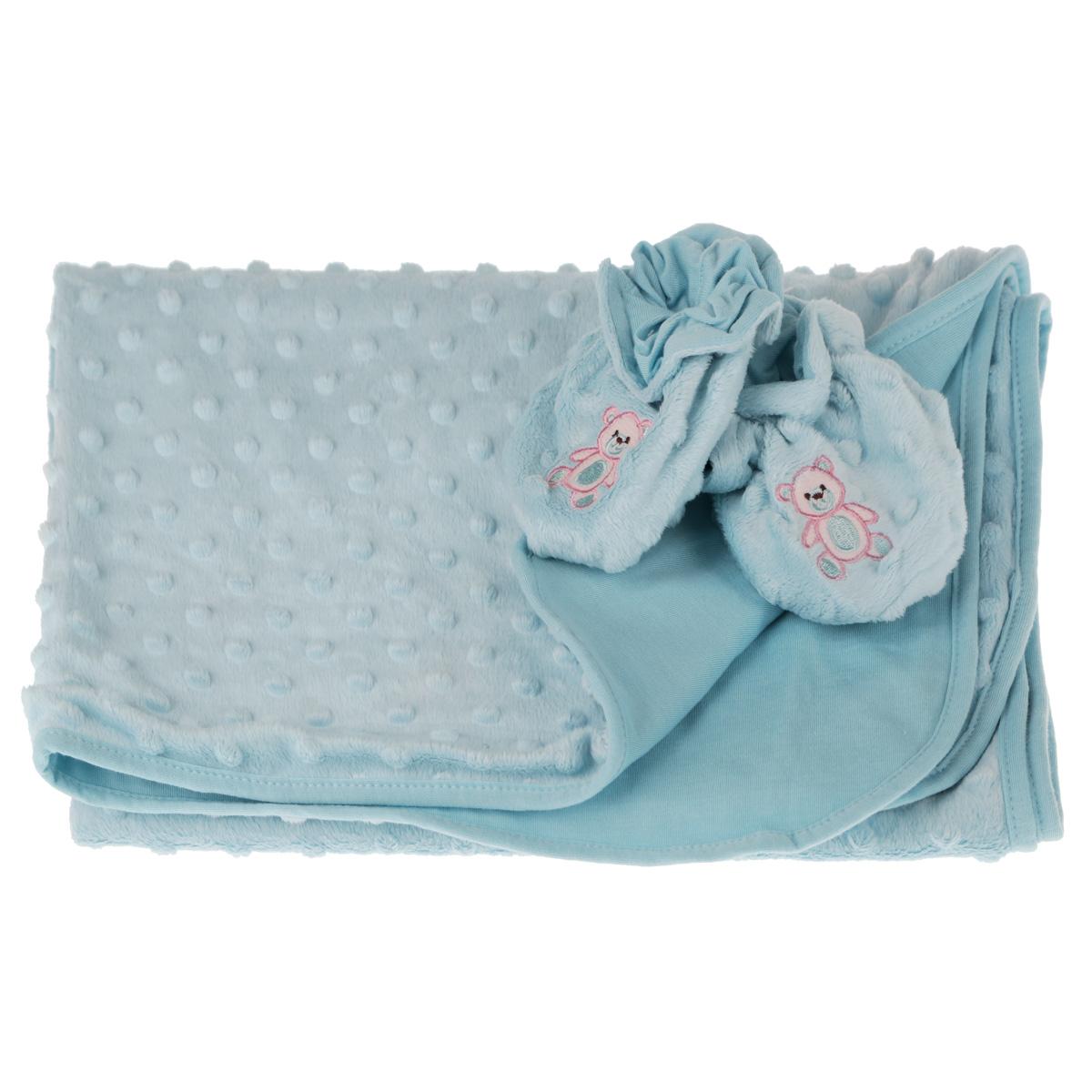 Набор детский Baby Nice: покрывало, пинетки, цвет: голубойК 03481_голубойДетский набор Baby Nice в коляску, состоит из одеяла и пинеток. Набор изготовлен из экологичных материалов: верх изготовлен из ткани нового поколения Micro Velour, обладающей терморегулирующими и влагорегулирующими свойствами, подкладка - 100% натуральный хлопчатобумажный трикотаж. Пинетки украшены небольшой вышивкой в виде мишек. Они дышащие, из легкой воздухопроницаемой ткани, и сохраняющие тепло, что не позволят замерзнуть ножкам ребенка. Мама малыша, укрытого потрясающе мягким, необыкновенно легким и исключительно теплым одеялом, может быть спокойна за покой и комфортный сон своего ребенка на прогулке, на свежем воздухе. Набор окрашен гипоаллергенными красителями. Размер одеяла: 70 см х 98 см. Пинетки для детей от 0 до 3 лет.