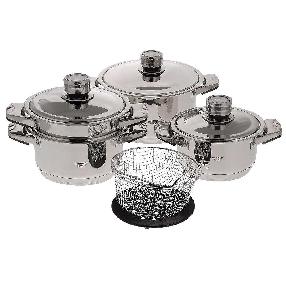 Набор посуды Bekker De Luxe, 9 предметов. BK-2865BK-2865Набор Bekker De Luxe состоит из 3 кастрюль с крышками, пароварки, корзины для жарки (фритюрницы) и подставки под горячее. Изделия изготовлены из высококачественной нержавеющей стали 18/10 с зеркальной полировкой. Посуда имеет капсулированное термическое дно - совершенно новая разработка, позволяющая готовить здоровую пищу. Благодаря уникальной конструкции дна, тепло, проходя через металл, равномерно распределяется по стенкам посуды. В процессе приготовления пищи нижний слой дна остается идеально ровным, обеспечивая идеальный контакт между дном посуды и поверхностью плиты. Быстрая проводимость тепла и экономия энергии обеспечивается за счет использования при изготовлении дна разнородных материалов, таких как алюминий и сталь. Проходя через стальной нижний слой, тепло мгновенно попадает на алюминиевый слой, где и происходит его равномерное распределение. Внутри дна концентрируется очень высокая температура, которая практически мгновенно распределяется по...