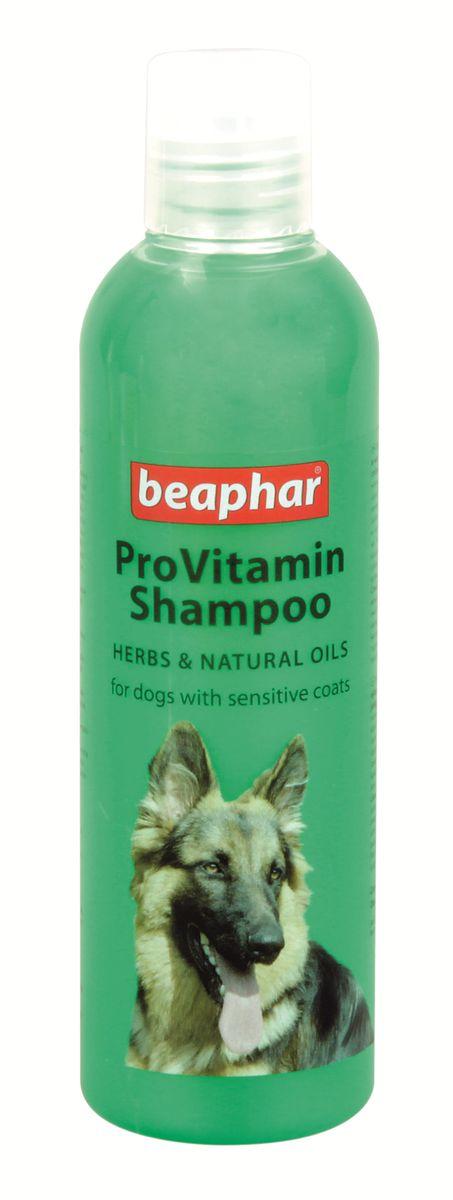 Шампунь для собак с чувствительной кожей Beaphar Pro Vitamin, 250 мл18899Шампунь Beaphar Pro Vitamin с особым сбором трав и натуральных масел специально создан для ухода за собаками с чувствительной кожей. Это очень мягкий и нежный шампунь, он легко удаляет загрязнения с кожи и шерсти не вызывая раздражения и сухости. После применения шампуня, нормализуется водный баланс кожи и работа сальных желез, шерсть приобретает особый блеск и ухоженный вид. Шампунь нейтрален к РН кожи животных, поэтому может также использоваться для мытья кошек с чувствительной кожей, а также для кошек и собак с повышенной жирностью кожи и шерсти. Имеет ароматный запах хвойного леса. Способ применения: шампунь концентрированный и может быть разведен водой 1:1. Количество используемого шампуня зависит от размера собаки. Смочите шерсть теплой водой и нанесите шампунь, мягко массируя, чтобы он вспенился. Оставьте на 2-3 минуты и тщательно смойте. По окончании просушите шерсть полотенцем. Объем: 250 мл. Товар сертифицирован.