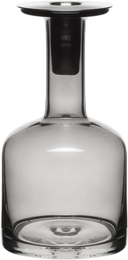 Подсвечник Sagaform, цвет: серый, высота 20 см5016341Подсвечник Sagaform будет особенно радовать хозяйку с зажженными свечами. Подсвечник изготовлен из высококачественного стекла и алюминия. Он предназначен для одной свечи, которая устанавливается в алюминиевое горлышко изделия. Ретро-стиль подсвечника в виде вазы идеально подойдет к интерьеру загородного дома. Вы сможете не просто внести в интерьер своего дома элемент необычности, но и создать атмосферу загадочности и изысканности. Оригинальный скандинавский дизайн сделает подсвечник желанным подарком! Диаметр отверстия для свечи: 2 см. Диаметр подсвечника: 10 см. Высота подсвечника: 20 см.