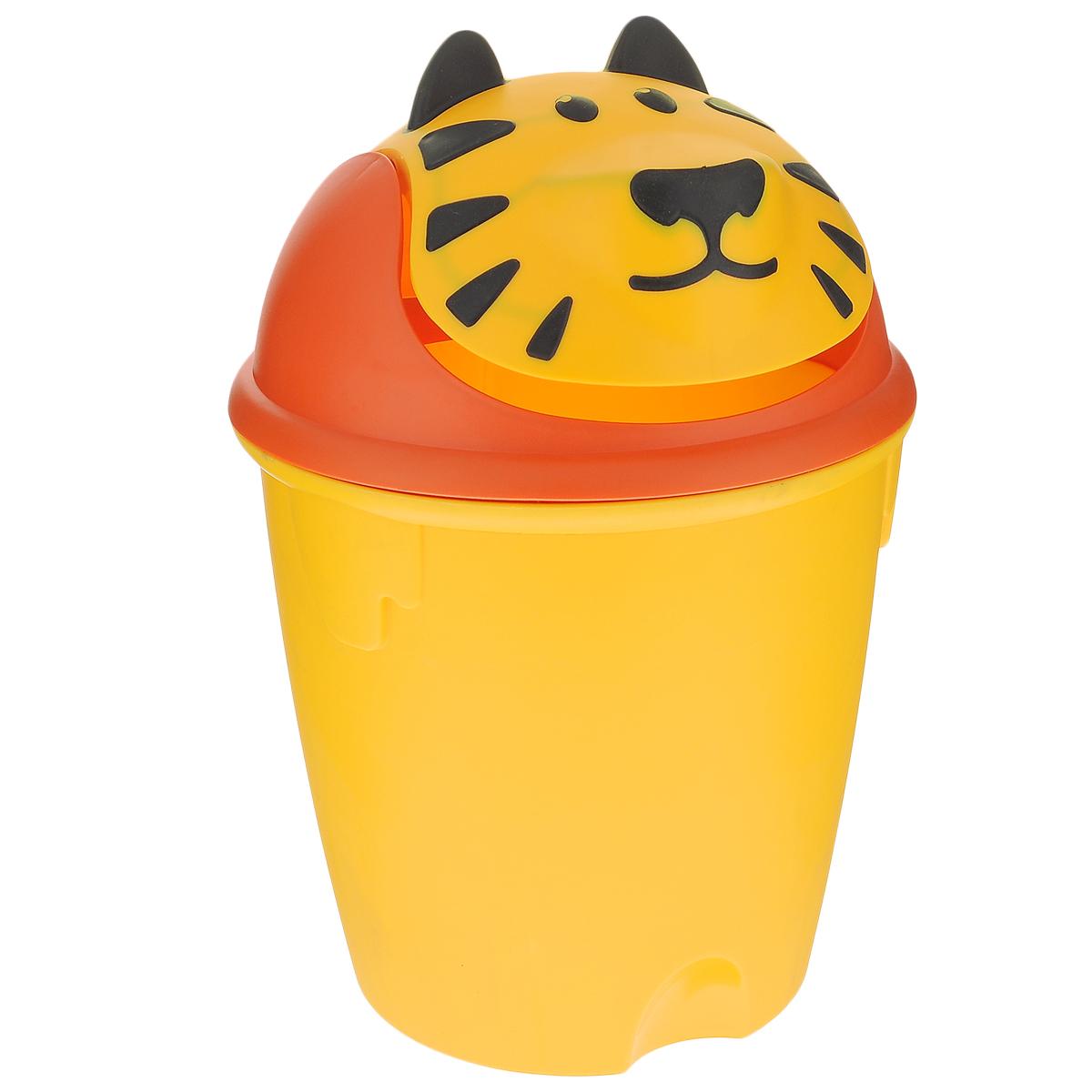 Контейнер для мусора Curver Тигренок, цвет: желтый, оранжевый, 26 см х 26 см х 39 см07123-307-00Контейнер для мусора Curver Тигренок изготовлен из высококачественного пластика. Изделие оснащено плавающей крышкой, выполненной в виде мордашки тигренка. Вы можете использовать такой контейнер для выбрасывания разных пищевых и не пищевых отходов. Контейнер для мусора Curver Тигренок - это не только емкость для хранения мусора, но и яркий предмет декора, который оригинально украсит интерьер кухни или ванной комнаты. Размер контейнера (с учетом крышки): 26 см х 26 см х 39 см. Размер контейнера (без учета крышки): 26 см х 26 см х 25 см.
