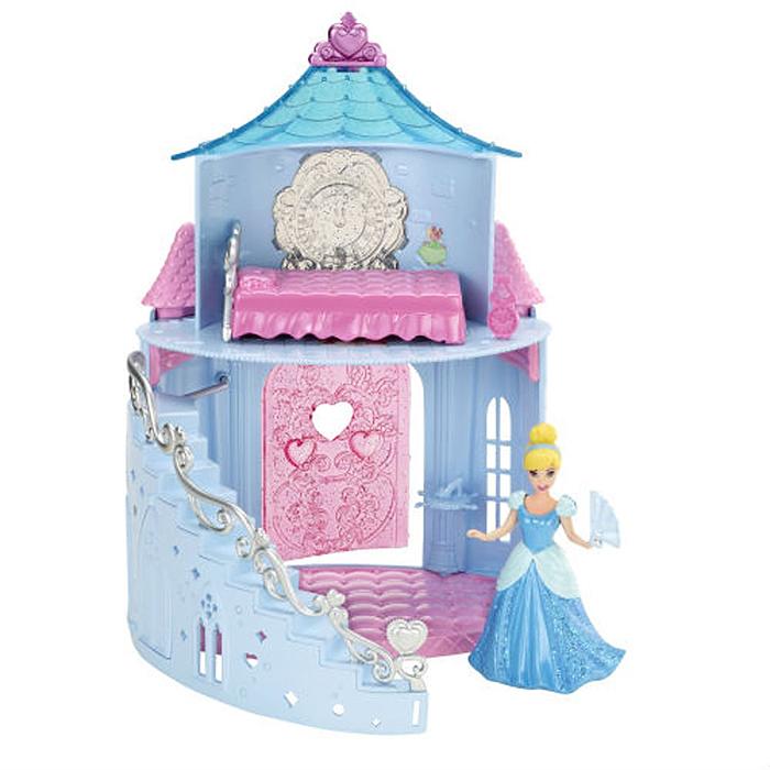 Disney Princess Дом для кукол MagiClip Замок ЗолушкиX9435zolushka/astX9431 + ПОДАРОКИгровой набор Disney Princess MagiClip: Замок Золушки выполнен из яркого пластика и включает мини-куколку в виде Золушки, ее небольшой прекрасный замок и аксессуары для еще более увлекательной игры: кроватку, туфельку на подставке, веер и часы. Под прозрачной крышей замка на втором этаже у принцессы есть спальня, где можно отдохнуть и переодеться. Куколка одета в голубое платье, выполненное по технологии MagiClip. С помощью особой конструкции и очень мягкого материала платье легко снимается и надевается. Достаточно растянуть в разных направлениях зад и перед лифа, затем надеть на куклу и защелкнуть - и можно отправляться на бал! Ваша малышка с удовольствием будет играть с Золушкой, воспроизводя сюжеты из мультфильма или придумывая различные истории. Порадуйте свою дочурку таким замечательным подарком!