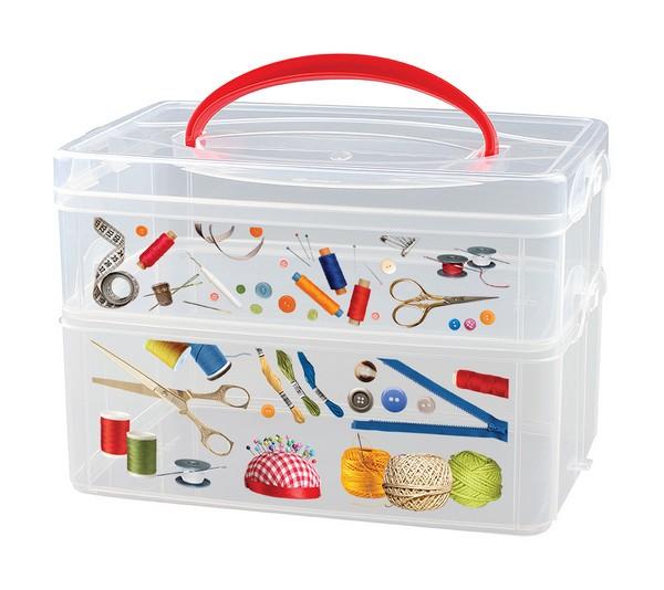 Коробка универсальная Econova Multi Box, с ручкой, 2 секции, 24,5 х 16 х 16,5 смС12334Контейнер для мелочей Econova Multi Box выполнен из высококачественного прозрачного пластика. Это отличное место для хранения материалов для рукоделия, различных аксессуаров. Изделие декорировано ярким рисунком. Контейнер легко открывается, оснащен двумя съемными отделениями и специальной пластиковой ручкой для переноски. Не требует особого ухода. Благодаря малым габаритам, контейнер занимает очень мало места. Контейнер Econova Multi Box - идеальное решение для аккуратного хранения вещей. Размер маленького отделения: 23,5 см х 15,5 см х 7,5 см. Размер большого отделения: 23,5 см х 15,5 см х 8,5 см.