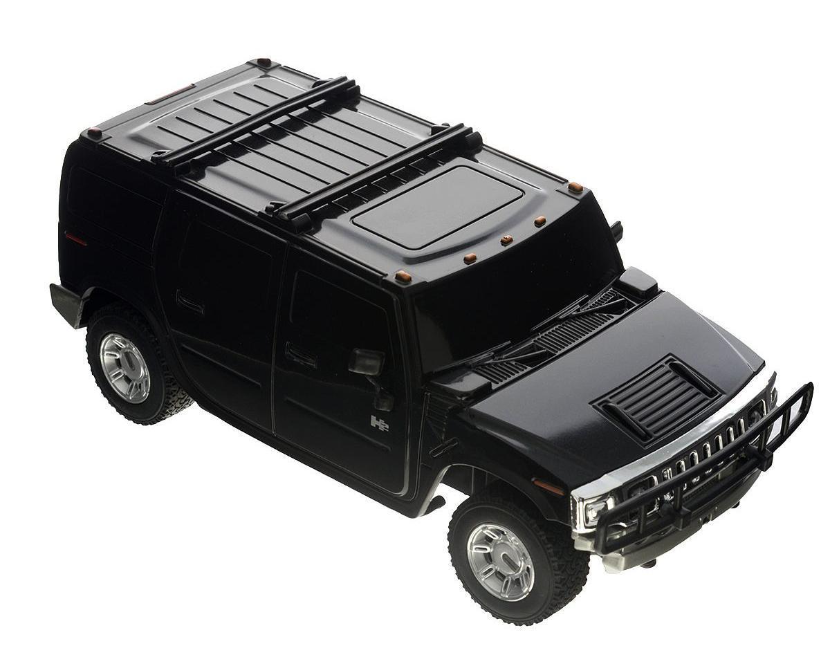 Rastar Радиоуправляемая модель Hummer H2 цвет черный масштаб 1:2728500Радиоуправляемая модель Rastar Hummer H2 обязательно привлечет внимание взрослого и ребенка и понравится любому, кто увлекается автомобилями. Маневренная и реалистичная уменьшенная копия Hummer H2 выполнена в точной детализации с настоящим автомобилем в масштабе 1:27. Управление машинкой происходит с помощью пульта. Машинка двигается вперед и назад, поворачивает направо, налево и останавливается. Имеются световые эффекты. Колеса игрушки прорезинены и обеспечивают плавный ход, машинка не портит напольное покрытие. Радиоуправляемые игрушки способствуют развитию координации движений, моторики и ловкости. Ваш ребенок часами будет играть с моделью, придумывая различные истории и устраивая соревнования. Порадуйте его таким замечательным подарком! Машина работает от 3 батареек напряжением 1,5V типа АА (не входят в комплект). Пульт управления работает от 2 батареек напряжением 1,5V типа АА (не входят в комплект).