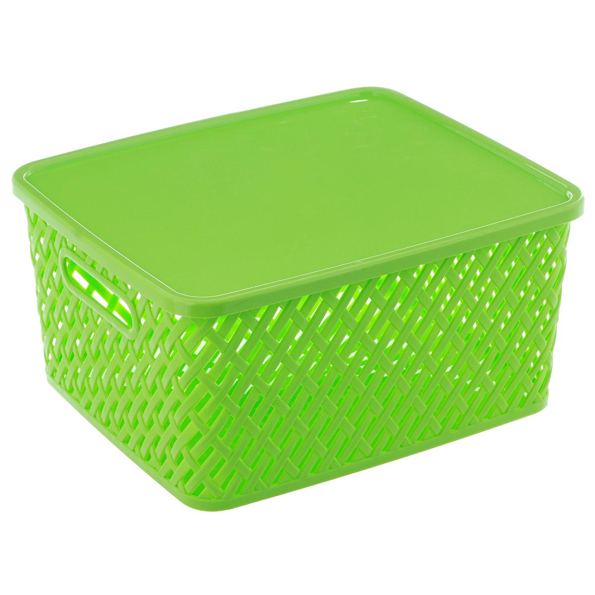 Корзина Альтернатива Плетенка, с крышкой, цвет: салатовый, 35 см х 29 см х 17,5 смМ3556Корзина Альтернатива Плетенка выполнена из прочного пластика. Она предназначена для хранения различных бытовых вещей и продуктов. Корзина имеет крышку, которая легко открывается и плотно закрывается. Стенки корзины имитированы под плетение, за счет этого обеспечивается естественная вентиляция. Корзина поможет хранить все в одном месте, а также его можно использовать как и для пикника.