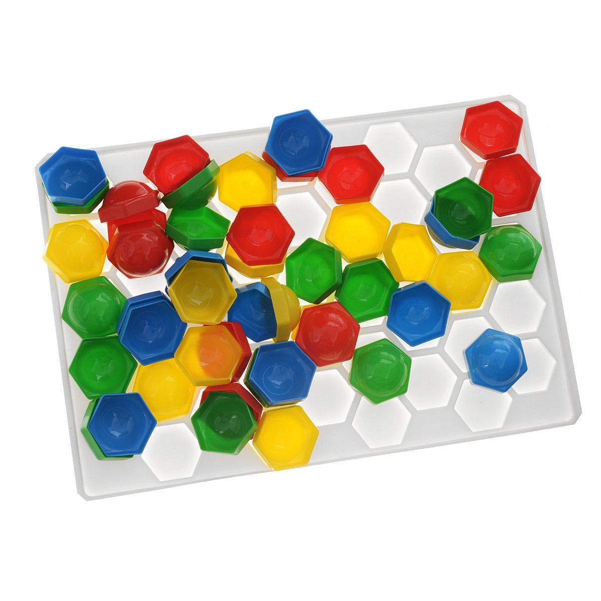 Мозаика Stellar, 50 элементов. 0101701017Мозаика Stellar - это яркая и увлекательная развивающая игра. Мозаика включает в себя пластиковое игровое поле и 50 разноцветных выпуклых элементов, при помощи которых ребенок сможет создавать объемные цветные картинки. Для этого ему нужно лишь вставлять фишки в плату, руководствуясь изображениями на коробке или собственной фантазией. Рисунки, представленные на упаковке, являются только примером, так как эта универсальная мозаика раскрывает перед ребенком неограниченные возможности моделирования и создания собственных шедевров. Игры с мозаикой способствуют развитию у малышей мелкой моторики рук, координации движений, внимательности, логического и абстрактного мышления, ориентировку на плоскости, а также воображения и творческих способностей.