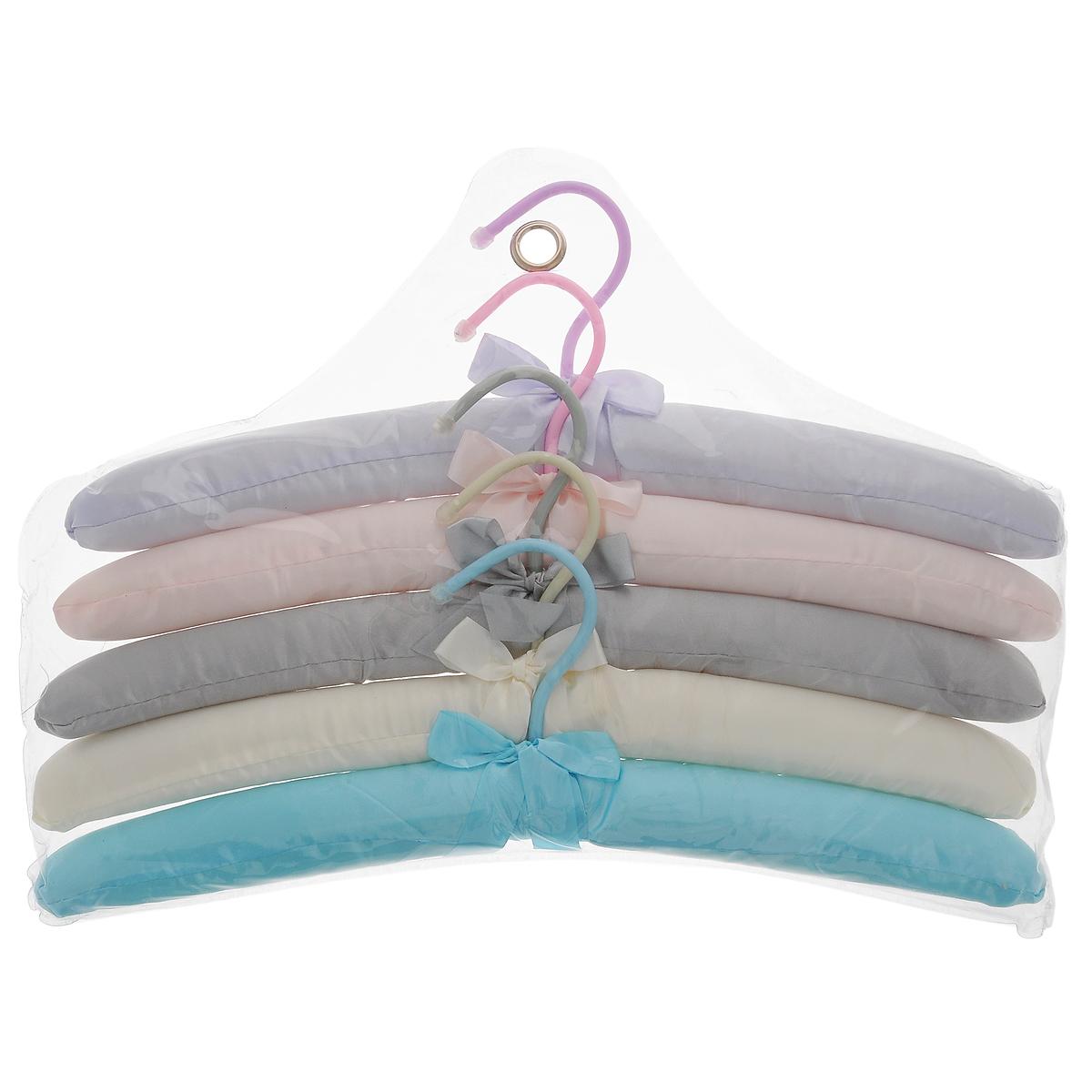 Набор вешалок Flatel Версаль, 5 штFWM01Набор Flatel Версаль, выполненный из прочного металла и дерева с разноцветной сатиновой отделкой, состоит из пяти вешалок. Вешалка - это незаменимая вещь для того, чтобы ваша одежда всегда оставалась в хорошем состоянии. Комплектация: 5 шт. Размер вешалки: 39 см х 12 см х 3 см.
