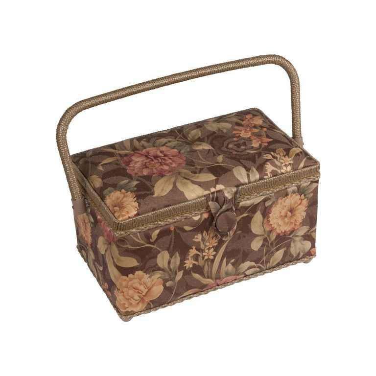 Шкатулка для рукоделия ZA-10550-05 Grace, коричневая с бежевыми цветамиZA-10550-05Шкатулка выполнена из ткани оригинальной расцветки. Изнутри шкатулка отделана атласным материалом, что позволяет отнести ее к классу Люкс! Шкатулка подойдет для хранения самых различных предметов в доме: от женских украшений до разных мелких предметов. В каждой шкатулке имеется съемный пластиковый лоток с отделениями.