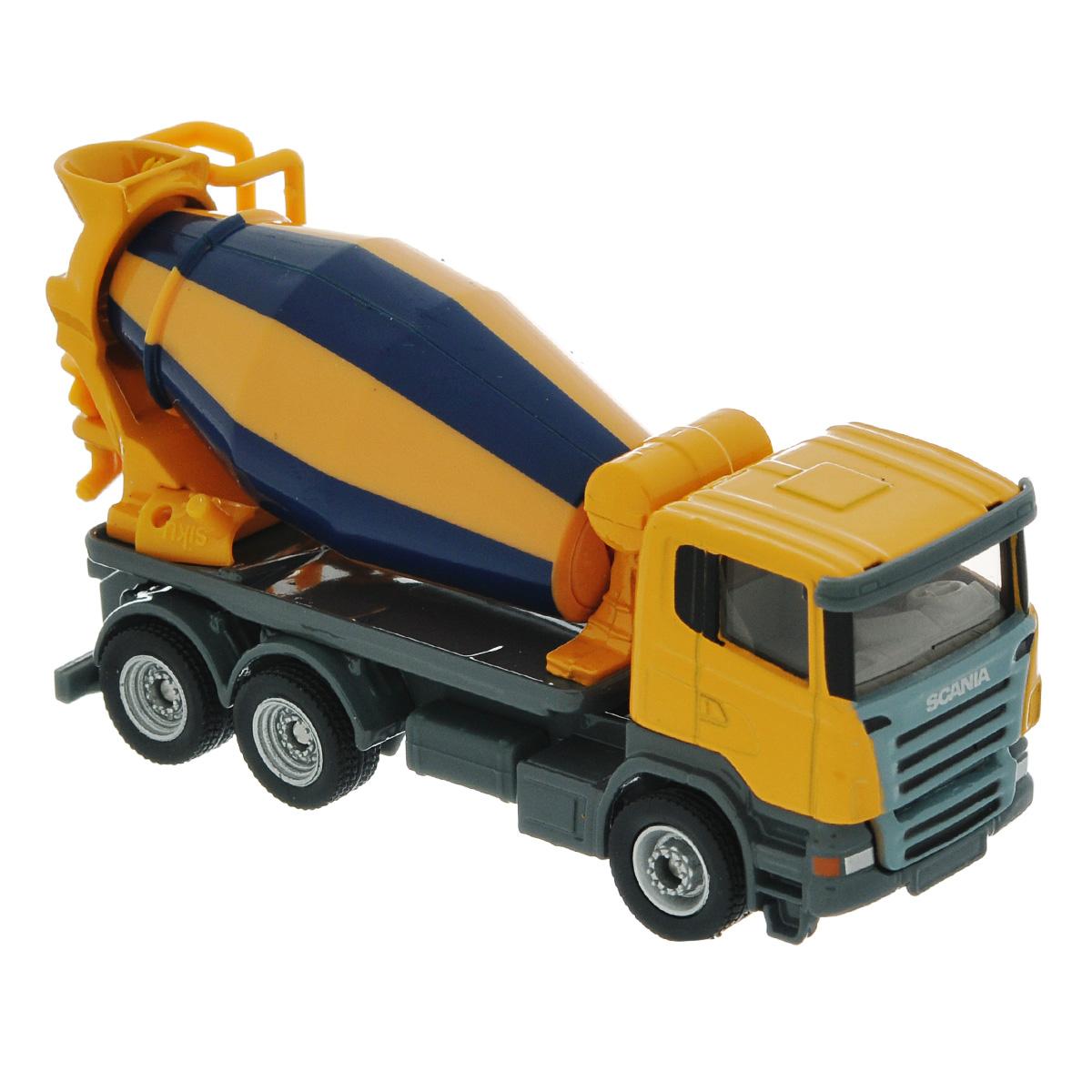 Siku Бетономешалка Scania1896Коллекционная модель Siku Бетономешалка выполнена в виде точной копии бетономешалки Scania в масштабе 1/87. Такая модель понравится не только ребенку, но и взрослому коллекционеру, и приятно удивит вас высочайшим качеством исполнения. Модель выполнена из металла с элементами из пластика. Смеситель бетономешалки крутится. Коллекционная модель станет не только интересной игрушкой для ребенка, интересующегося агротехникой, но и займет достойное место в коллекции.