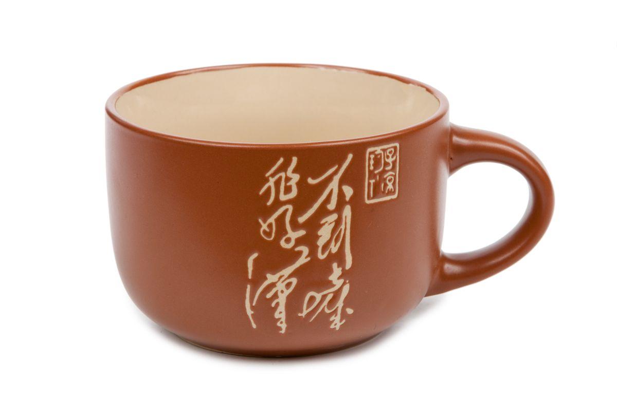 Чашка Wing Star, цвет: терракотовый, 460 мл. LJ2136-3185TLJ2136-3185TЧашка Wing Star изготовлена из керамики и украшена китайскими иероглифами. Wing Star - качественная керамическая посуда из обожженной, глазурованной снаружи и изнутри глины с оригинальными рисунками. При изготовлении данной посуды широко используется рельефный способ нанесения декора, когда рельефная поверхность подготавливается в процессе формовки и изделие обрабатывается с уже готовым декором. Благодаря этому достигается эффект неровного на ощупь рисунка, как бы утопленного внутрь глазури и являющегося его естественным элементом. Чашку можно использовать в СВЧ и мыть в посудомоечной машине. Диаметр (по верхнему краю): 11 см. Высота стенки: 7,5 см. Объем чашки: 460 мл.