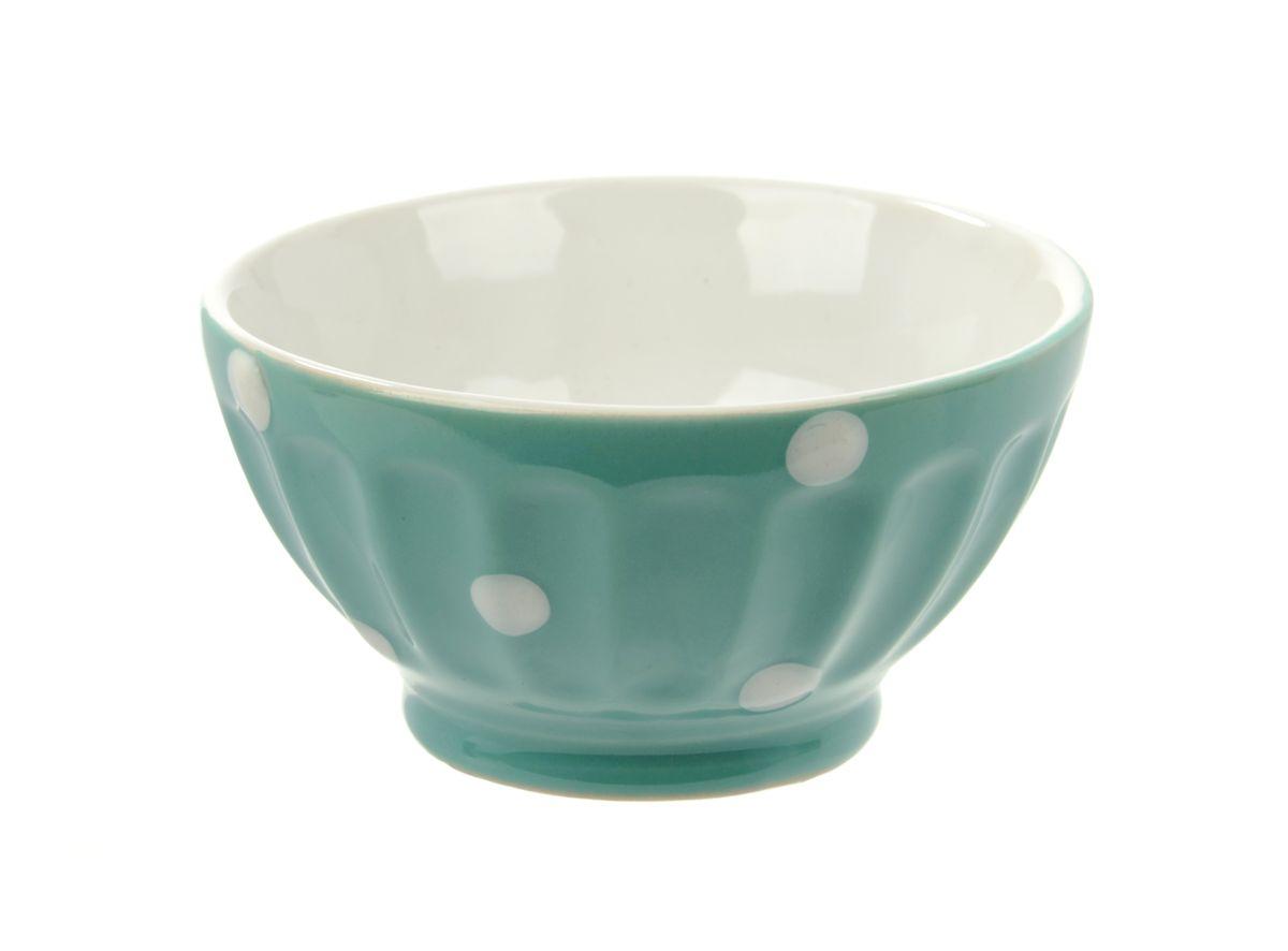 Салатница Kaiwei Веселый горошек, цвет: голубой, белый, 150 млLK1355-006BСалатница Kaiwei Веселый горошек изготовлена из высококачественной керамики и покрыта цветной глазурью. Глазурь - это кремнеземное стекло, которое, будучи расплавленным при очень высоких температурах в специальных печах для обжига изделий, создает на глине равномерную гладкую прозрачную поверхность. Именно благодаря ей пористая керамика обретает водонепроницаемость. Кроме того, глазурь предохраняет керамические изделия от загрязнения, действия кислот и щелочей и придаёт изделиям декоративные свойства. Можно использовать в микроволновой печи и посудомоечной машине. Объем: 150 мл. Диаметр салатницы (по верхнему краю): 9 см. Высота стенки: 5 см.