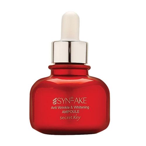 Secret Key Сыворотка против морщин на лице SYN-AKE Anti Wrinkle & Whitening ampoule, 30 мл99300Ампульная эссенция восстанавливающая содержит Syn-ake (пептид змеиного яда), арбутин, ниацинамид, аденозин, экстракт граната, экстракт ромашки и т. д. Эссенция предназначена для борьбы с мимическими морщинами, эффективно улучшает цвет лица, борясь с пигментацией различного происхождения. Растительные компоненты в составе успокаивают кожу, давая ей расслабление и обладают антивозрастными свойствами. Оптимально поддерживает гидро-баланс кожи. Syn-Ake минимизирует мышечное напряжение, помогая сократить размер и предотвратить закладку новых морщинок.