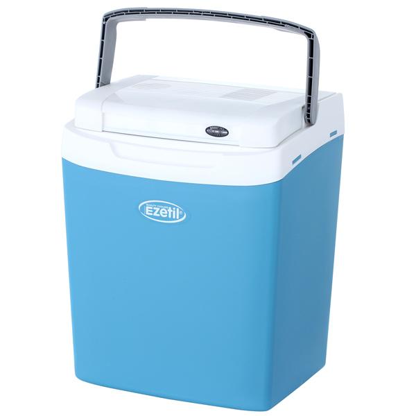 Термоэлектрический контейнер охлаждения Ezetil E32 12/230V, цвет: бирюзовый, 32 л776935Термоэлектрический контейнер охлаждения Ezetil предназначен для использования в салоне автомобиля в качестве портативного холодильника. Контейнер выполнен из высококачественного пластика, корпус гладкий, эргономичного дизайна, ударопрочный. Принцип действия термоэлектрического контейнера (холодильника) основан на свойстве полупроводниковых пластин, это свойство получило название эффект Пельтье. При протекании тока через полупроводниковую пластину одна сторона ее охлаждается (этой стороной пластина обращена внутрь контейнера), другая сторона - нагревается (эта сторона обращена наружу и охлаждается вентилятором). Дополнительный внутренний вентилятор в холодильной камере обеспечивает быстрое и равномерное охлаждение. Мощная, не нуждающаяся в техобслуживании охлаждающая система Peltier гарантирует оптимальную производительность по холоду. Действенная изоляция с наполнителем из пеноматериала поддерживает в холодном состоянии пищу и напитки в течение длительного времени в...