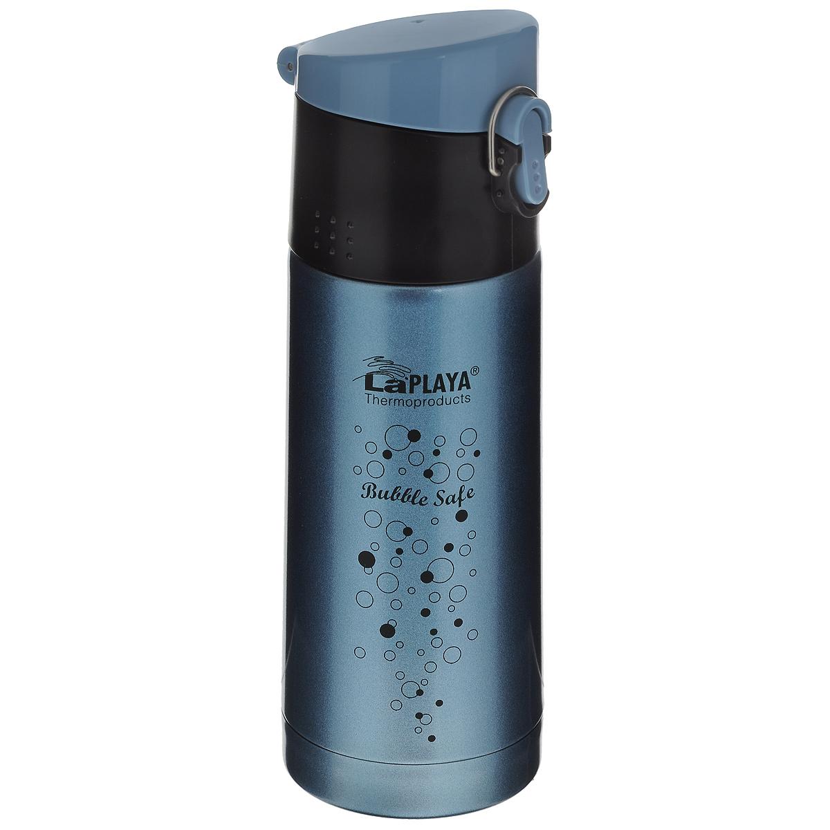 Термос LaPlaya Bubble Safe, цвет: голубой, 350 мл560067Термос с узким горлом LaPlaya Bubble Safe, изготовленный из высококачественной нержавеющей стали 18/8, является простым в использовании, экономичным и многофункциональным. Термос с двухстеночной вакуумной изоляцией, предназначенный для хранения горячих и холодных напитков (чая, кофе), сохраняет их до 6 часов горячими и холодными в течении 12 часов. Идеально подойдет для прохладительных газированных напитков. Герметичная и гигиеничная пробка-крышка открывается одной рукой. При открывании стопор предотвращает резкий выход газов и расплескивание напитков. Термос удобно размещать в большинстве автомобильных держателей. Легкий и прочный термос LaPlaya Bubble Safe сохранит ваши напитки горячими или холодными надолго. Высота: 20,5 см. Диаметр горлышка: 4,5 см.