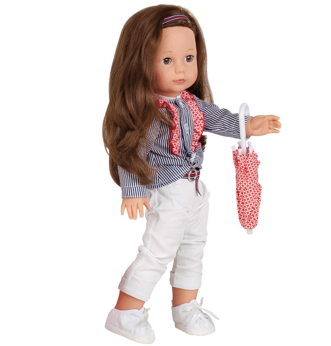 Gotz Кукла Елизавета1390351Очаровательная кукла Елизавета станет замечательным подарком для каждой девочки, а также опытных коллекционеров. С необычной куклой, которая так похожа на настоящую девочку, можно проводить много времени вместе, придумывая увлекательные сюжеты для игр. Кукла Gotz с виниловым подвижным телом подходит для активных игр дома и на улице. У игрушки темные, густые волосы, которые позволяют делать прически, расчесывать и мыть ей голову. Елизавета одета в стильный наряд, состоящий из пестрой рубашки с рюшами, белых брючек с поясом. На голове у нее - повязка в тон костюму, на ножках - белые кедики. В комплекте с куколкой есть красивый зонт-трость. Реалистичные черты лица и большие глазки с ресницами позволяют ребенку погрузиться в атмосферу игр по настоящему сценарию, повторять сюжеты из жизни и заботиться о маленькой девочке.