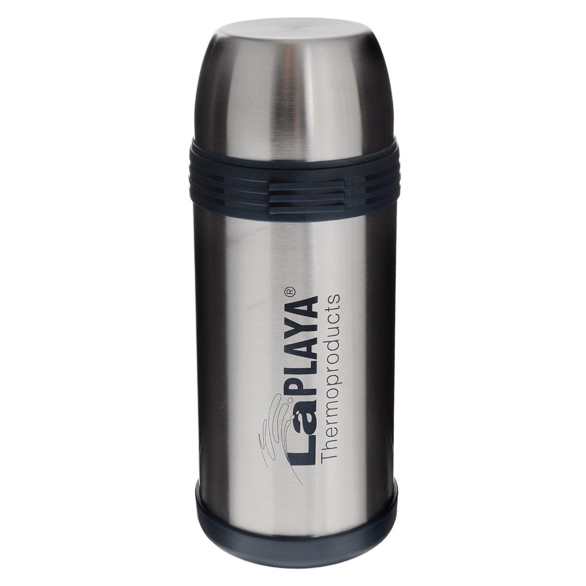 Термос LaPlaya Challenger, 1,5 л560025Термос LaPlaya Challenger изготовлен из нержавеющей стали 18/8 и пластика. В этом термосе применена система высококачественной вакуумной изоляции. Термос помогает сохранить температуру в течение 8 часов для горячих напитков и 24 часов для холодных. Широкая герметичная комбинированная пробка позволяет использовать термос для первых и вторых блюд при полном открывании и для напитков - при вывинчивании внутренней части. Крышку термоса можно использовать как кружку. Изделие оснащено дополнительной пластиковой чашкой. Откидная ручка и съемный ремень позволяют удобно переносить термос. Высота термоса (с крышкой): 28,5 см. Диаметр горлышка: 7,5 см. Объем кружки: 350 мл. Высота кружки: 6 см. Диаметр кружки: 10 см. Объем пластиковой чашки: 200 мл. Высота пластиковой чашки: 4 см. Диаметр пластиковой чашки: 9,3 см.