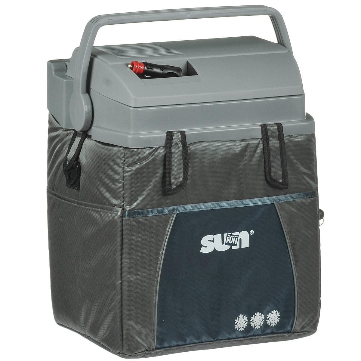 Термоэлектрический контейнер охлаждения Ezetil ESC 21 Sun & Fun 12V, цвет: серый, 19,6 л875541Термоэлектрический контейнер охлаждения Ezetil предназначен для использования в салоне автомобиля в качестве портативного холодильника. Контейнер выполнен из высококачественного пластика, корпус гладкий, эргономичного дизайна, ударопрочный; отделан прочной, легко моющейся тканью с боковыми карманами. Принцип действия термоэлектрического контейнера (холодильника) основан на свойстве полупроводниковых пластин, это свойство получило название эффект Пельтье. При протекании тока через полупроводниковую пластину одна сторона ее охлаждается (этой стороной пластина обращена внутрь контейнера), другая сторона - нагревается (эта сторона обращена наружу и охлаждается вентилятором). Дополнительный внутренний вентилятор в холодильной камере обеспечивает быстрое и равномерное охлаждение. Мощная, не нуждающаяся в техобслуживании охлаждающая система Peltier гарантирует оптимальную мощность охлаждения. Модель оснащена интеллектуальной системой энергосбережения. Изоляция с наполнителем...