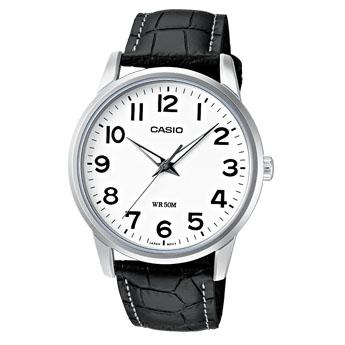 Часы наручные мужские Casio, цвет: стальной, белый, черный. MTP-1303PL-7BMTP-1303PL-7BСтильные мужские часы Casio выполнены из нержавеющей стали, минерального стекла и натуральной кожи. Циферблат изделия оформлен символикой бренда. Часы оснащены полированным ударостойким корпусом, устойчивым к царапинам минеральным стеклом, а также степенью влагозащиты 5 atm. Часы дополнены ремнем из натуральной кожи с тиснением под рептилию и пряжкой, которая позволит максимально комфортно и быстро снимать и одевать часы. Изделие поставляется в фирменной упаковке. Часы Casio подчеркнут мужской характер и отменное чувство стиля у их обладателя.